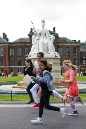 header-kensington-palace-kids-running