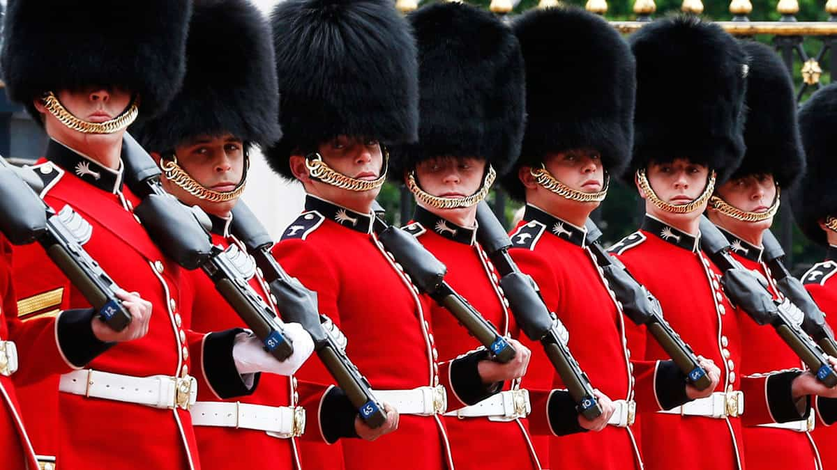 So what's it like to be a Queen's Guard at Buckingham ...