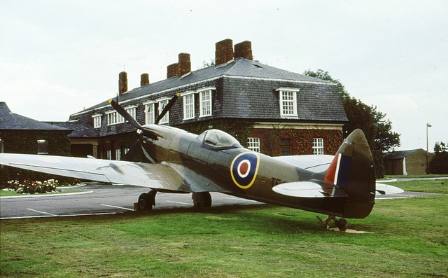 Spitfire_outside_Officers'_Mess_RAF_Northolt_-_geograph.org.uk_-_726520