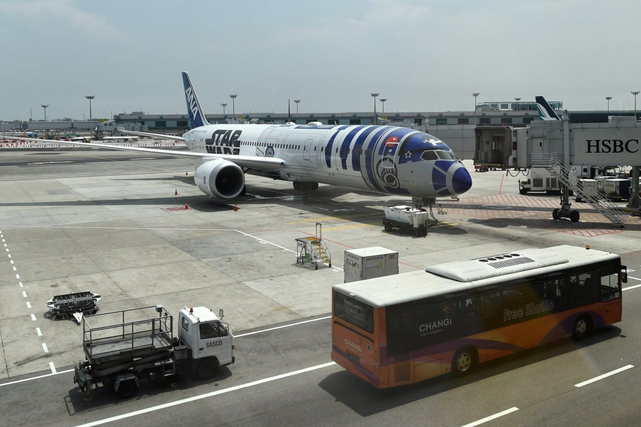 gallery-1447671869-movies-star-wars-plane-at-changi-international-airport-01
