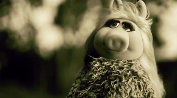 miss-piggy-hello-zoom-02-daf966e3-d22c-48c0-930f-7fc414f89b5d