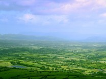 ireland_irish-countryside-farmland